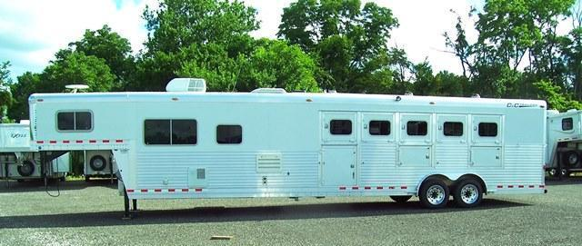 2006 C and C Trailers 5-HORSE W/ 14 LQ Horse Trailer