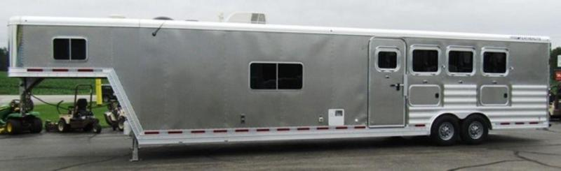 2015 Featherlite 8416 Horse trailer w/ Bunkbeds Sierra Conversion