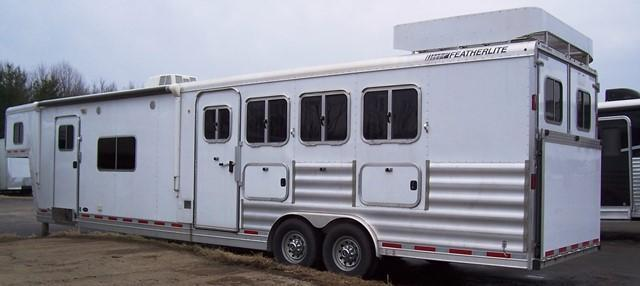 2014 Featherlite Sierra Interior with Bunkbeds Horse Trailer