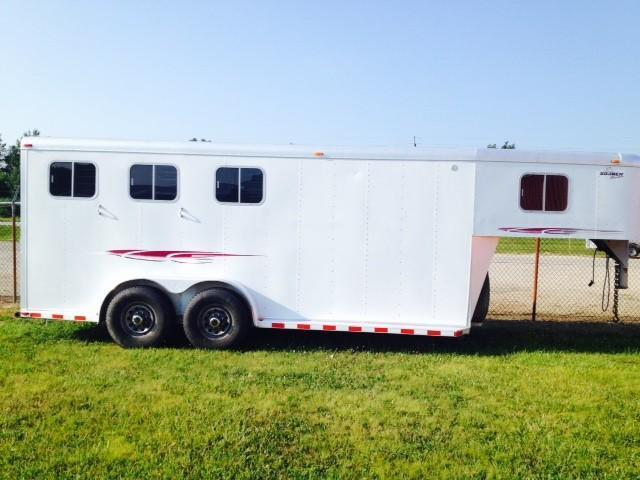 1999 Sooner Trailers 4 Dressing Room & Awning Horse Trailer