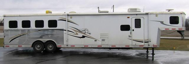 2007 Bison Trailers Stratus 8416 w/12 Foot Slideout Horse Trailer