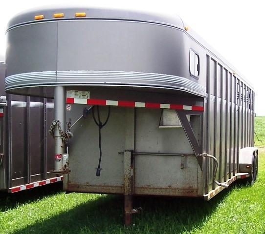 2007 CornPro Trailers Stock Combo 10 FT dressing room Horse Trailer
