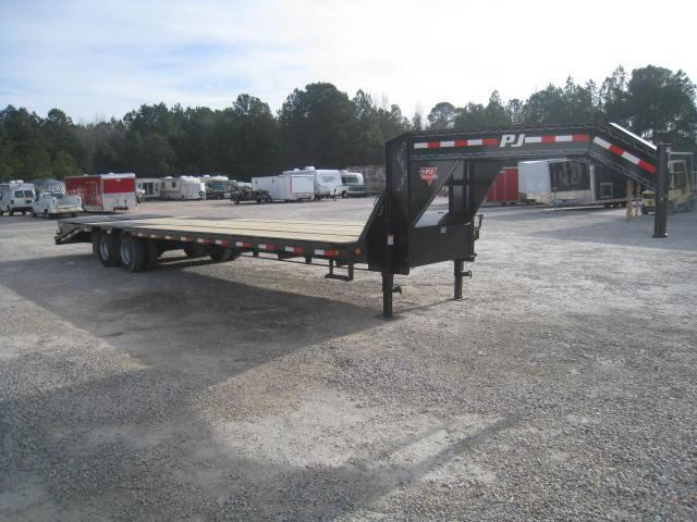 2018 PJ Trailers 32' LD Low Pro Deckover Equipment Trailer