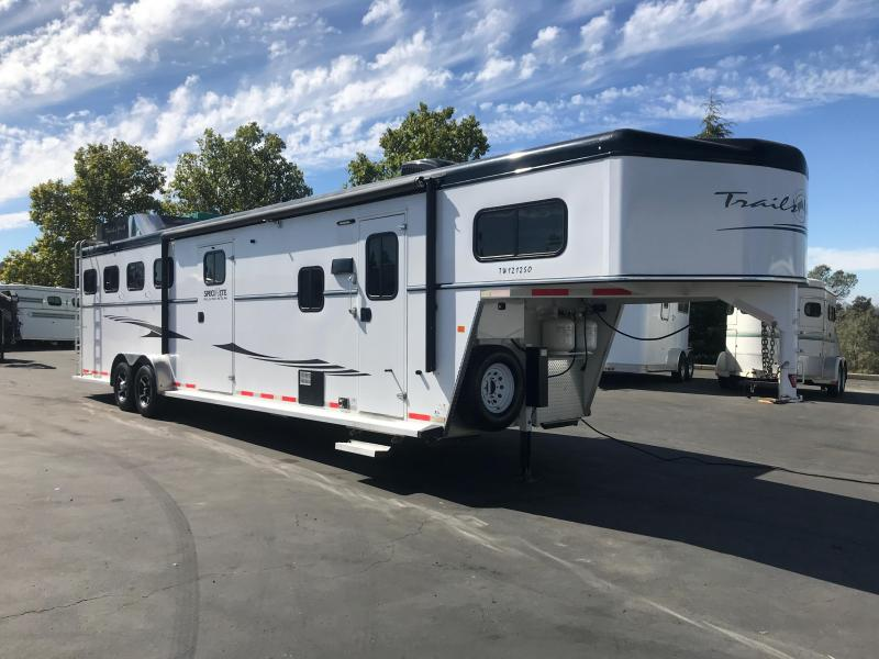 2016 Trails West Manufacturing Sierra 4H LQ Horse Trailer
