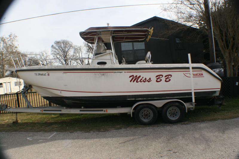 1998 Boston Whaler Outrage 26 Fishing Boat