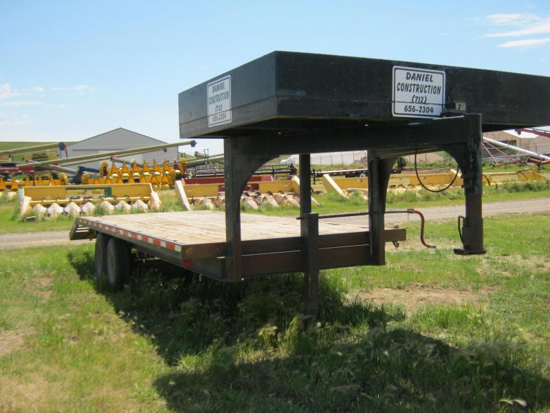 1990 Load Trail 25' GN Flatbed Trailer