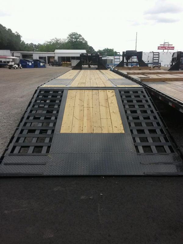 22GN-40-HDT GOOSENECK DUAL TANDEM FLAT BED W/ 9' HYDRAULIC RAMP