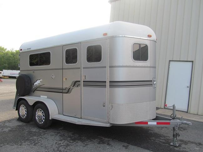 2000 Trailers USA 2 Horse w/ DR