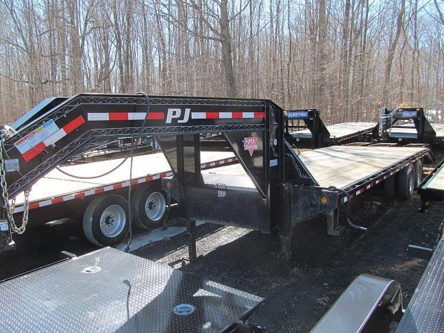 2011 PJ Trailers 10 Ton GN Equipment Trailer