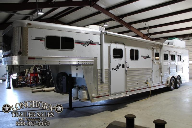 Coming Soon! 2007 Platinum 4 Horse 12ft LQ with Generator