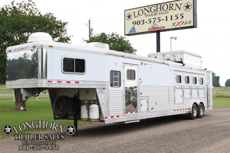 2005 C and C  4 Horse 16ft LQ with Rear Bunk Room