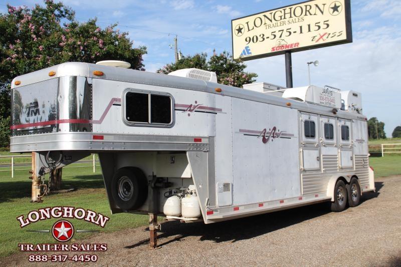 2003 Platinum 3 Horse 9 Livng Quarter Horse Trailer