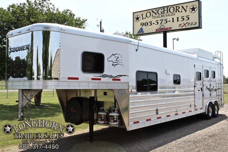 2014 Sooner 3 Horse 15ft Shortwall with Sofa/Dinette