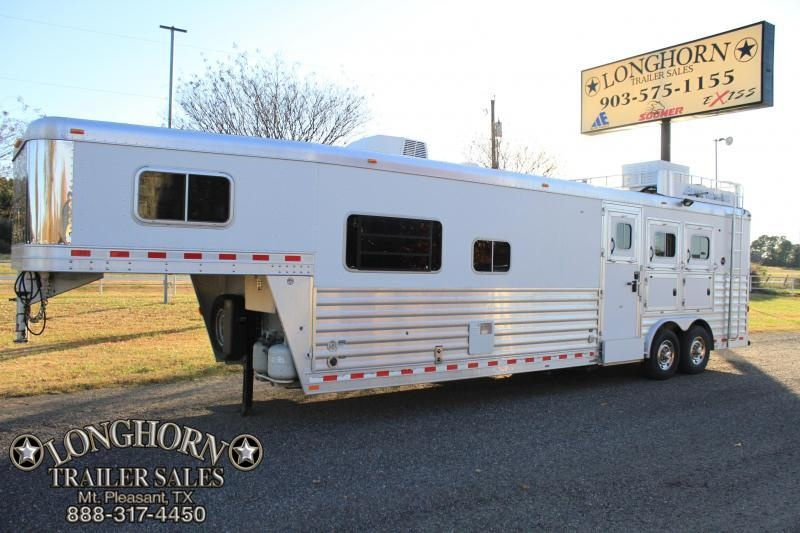 2011 Elite 3 Horse 14 Ft Lq w/ Side Tack