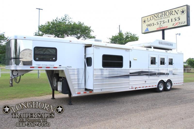 2007 Bloomer 3 Horse 15ft lq / slide out / generator