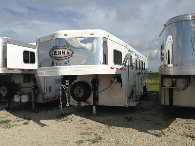 2016 Sierra 4 Horse Slant 8