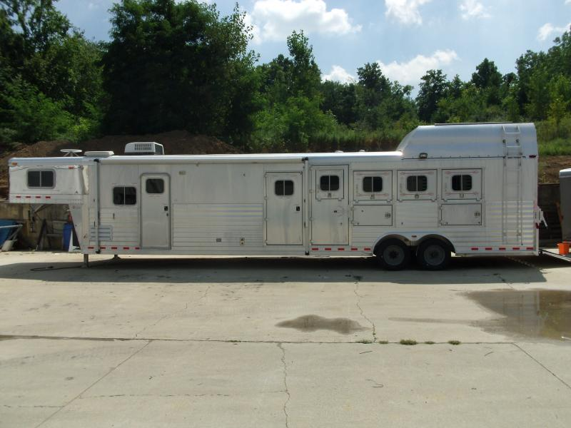 2003 Four Star 4 Horse W/ Mid Tack And Living Quarters