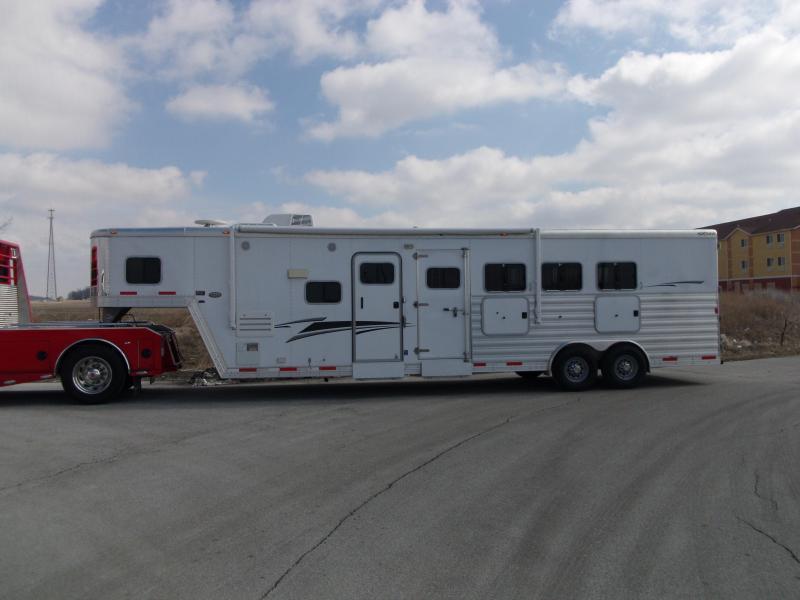 2010 Exiss 8410 Horse Trailer