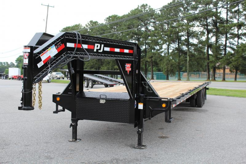 2018 PJ Trailers 40ft Gooseneck w/ Hydraulic Dovetail