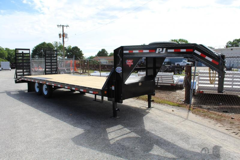 2018 PJ Trailers 24ft F8 16K Deckover Gooseneck w/Fold Up Ramps