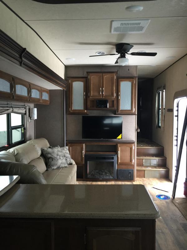 2016 Heritage Glen 346RK Camping / RV Trailer