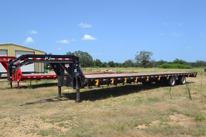 2011 PJ 40' Air Ride Gooseneck w/15k Axles