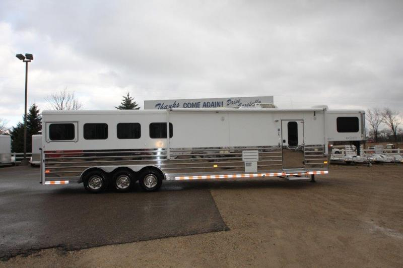 2008 Sundowner Trailers Living Quarter Horse Trailer