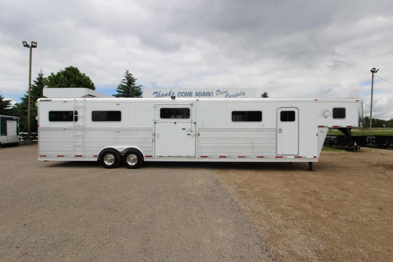 2006 Sooner 6HR H2H Horse Trailer