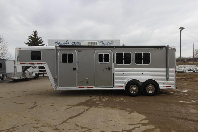 2005 Featherlite 8546 3HR Weekender Horse Trailer