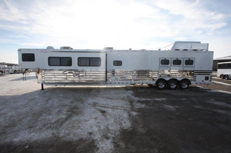 2005 Sundowner 3 horse with 28' LQ with 12' Slide out