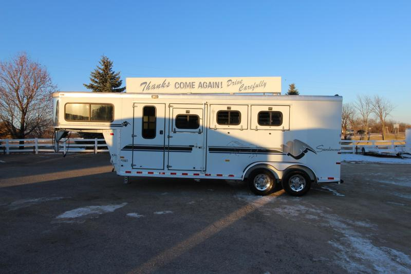 1999 Sundowner Trailers 3HR GN Horse Trailer