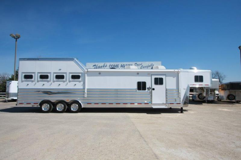 2016 Featherlite 4 horse with 17.5 LQ with Slide Out