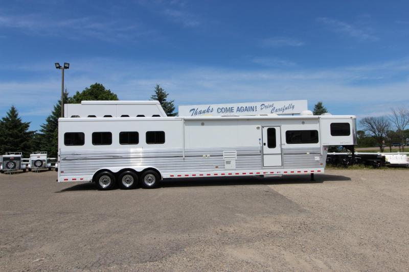 2008 Sundowner 4HR 18' LQ Horse Trailer