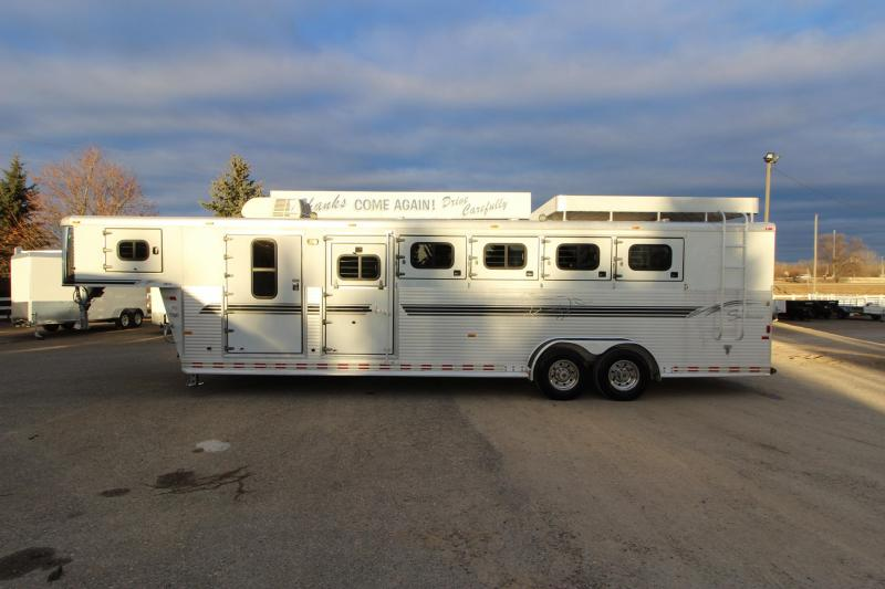 2001 Sundowner Trailers 5HR MT GN Horse Trailer