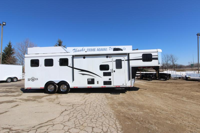 2015 Bison Trailers 3HR 9 LQ Slide Horse Trailer