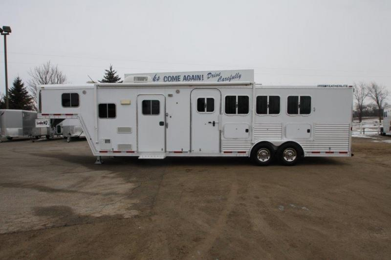 2005 Featherlite 3 horse with 10' Living Quarter
