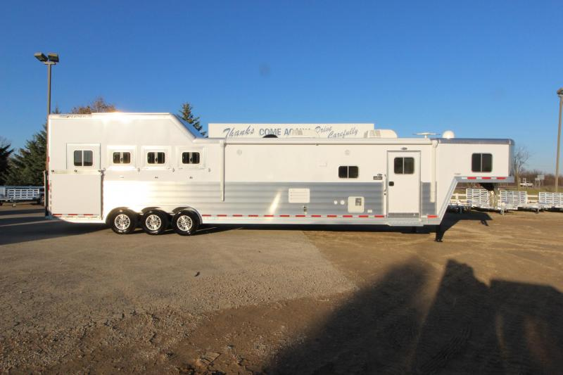 2018 Featherlite 8582 4HR 18.5 LQ Side Load Horse Trailer