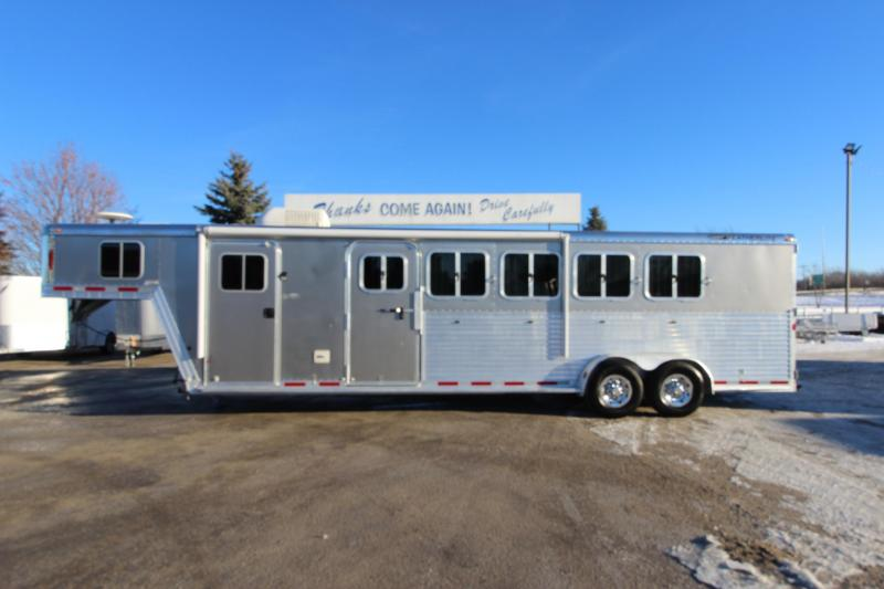 2006 Featherlite 5HR GN 6 LQ Horse Trailer