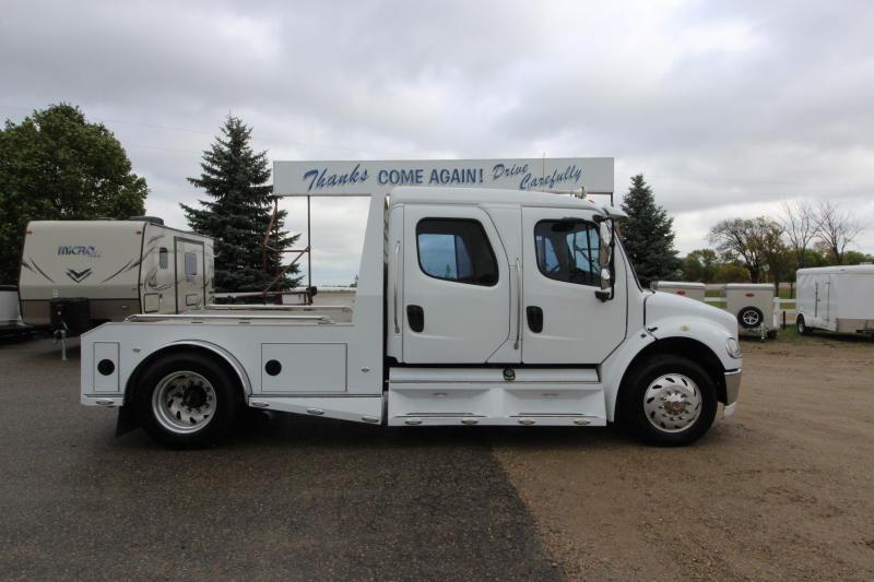 2005 Freightliner M2 Sport Chasis Crew Cab Truck
