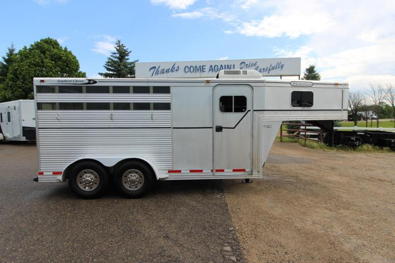 1999 Southern Classic 3HR GN Horse Trailer
