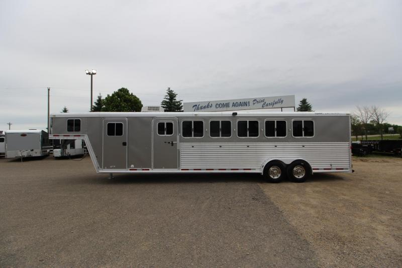 2006 Featherlite 6HR 6 D/R Horse Trailer