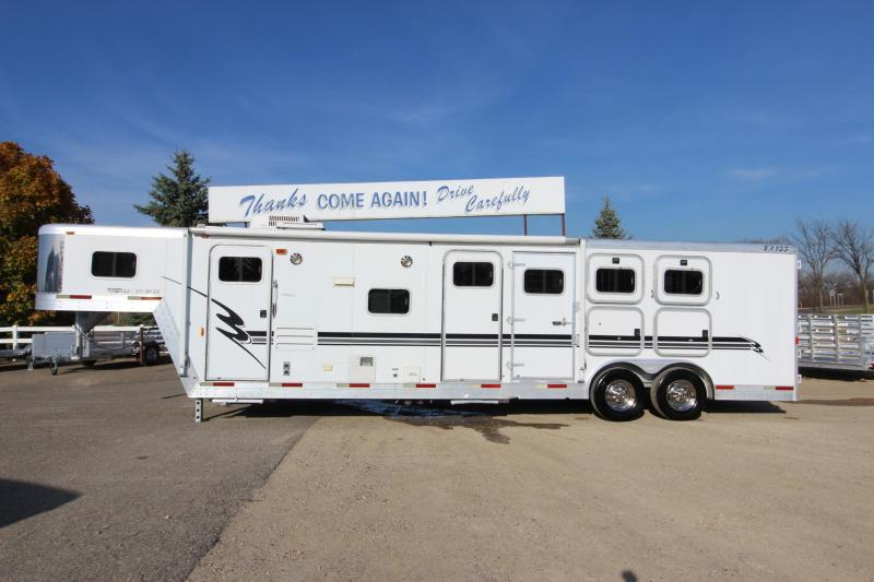 2002 Exiss Trailers 3HR 10 LQ MT Horse Trailer