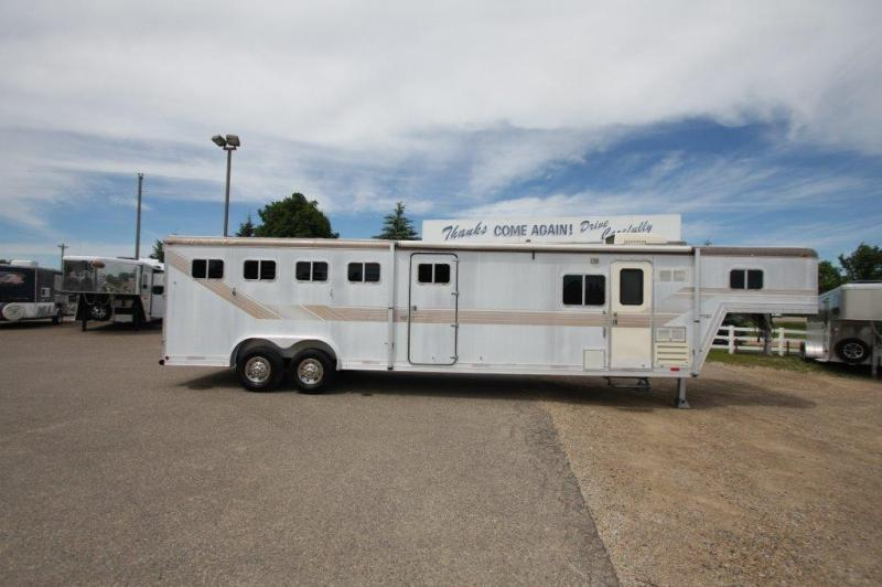 1990 Featherlite 4 horse with LQ and Midtack