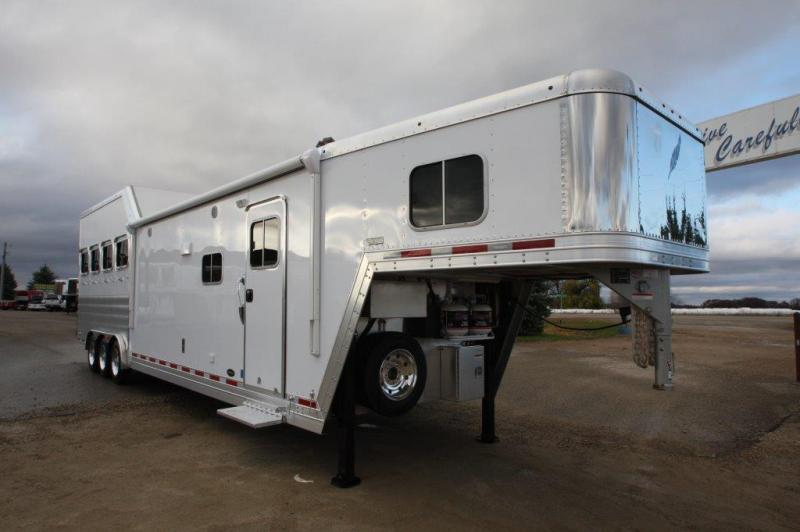 2016 Featherlite 4 horse with 15