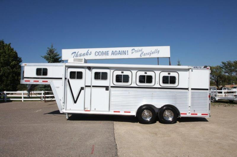 2000 Featherlite 3 horse with dressing room/midtack