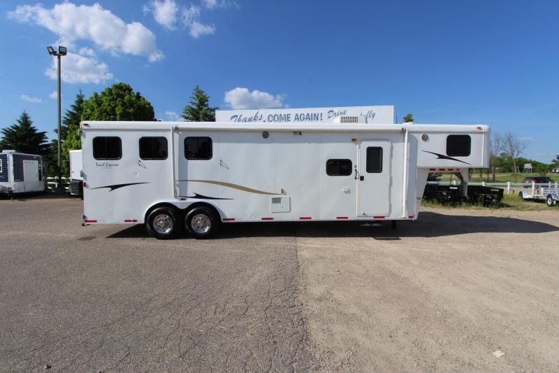 2011 Bison Trailers 3HR 12 LQ w/Slide Horse Trailer