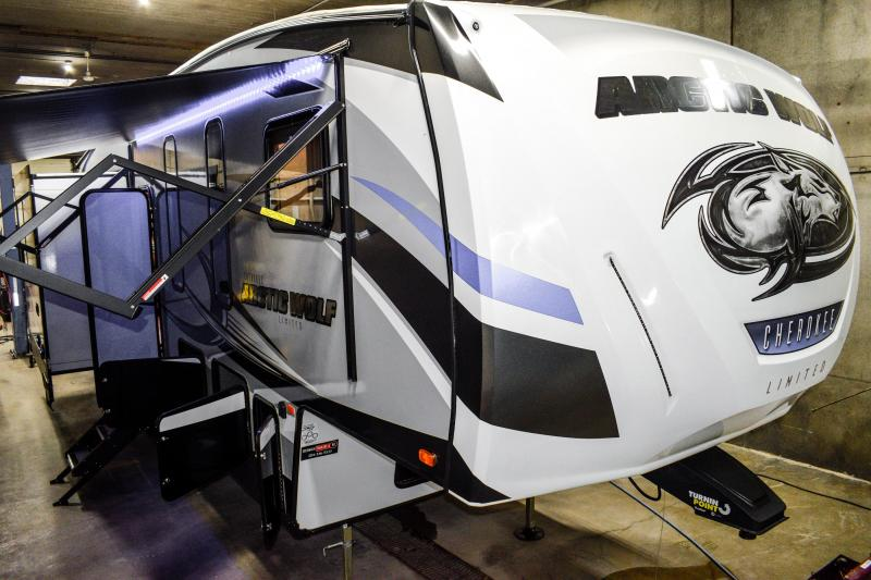 2018 Arctic Wolf Limited  295QSL8 5th Wheel Coach