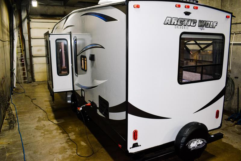 2018 Cherokee Arctic Wolf Limited 305ML6 5th Wheel Coach