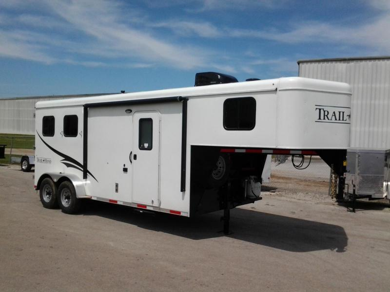 2016 Bison 2 Horse Trail Hand 6' Living Quarters Trailer