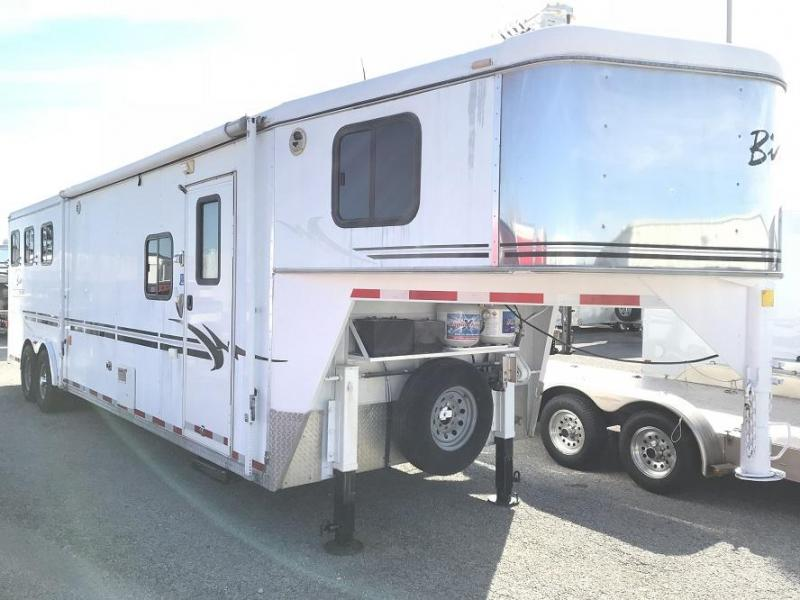 2004 Bison Trailers Living Quarters 3 Horse Trailer